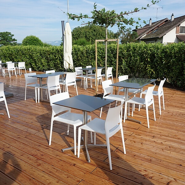 table terrasse elegant mobilier de restaurant banquettes chaises tables et mobilier de terrasse. Black Bedroom Furniture Sets. Home Design Ideas