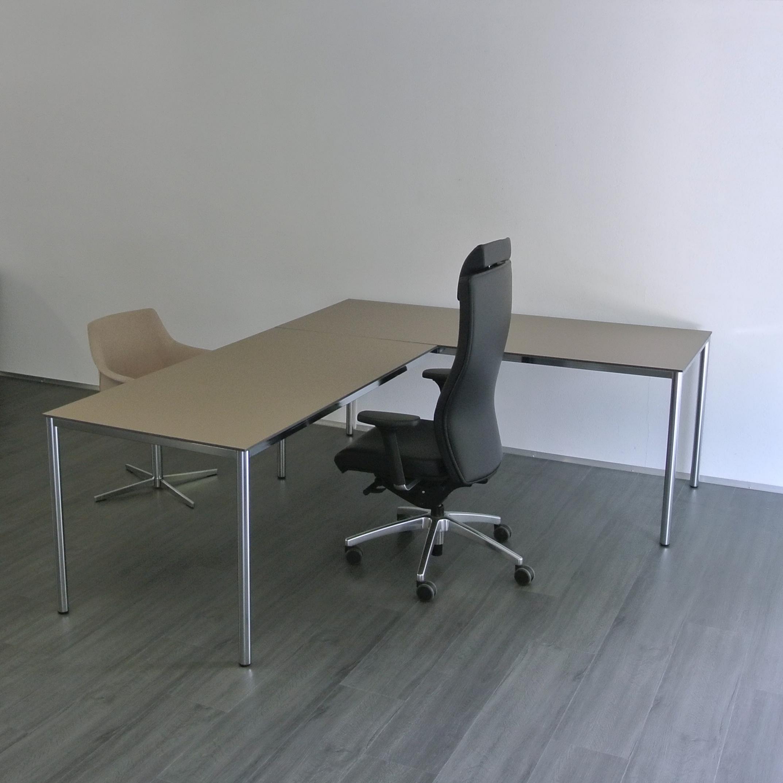 tables 4 pieds modulaires pour salle de cours e en romandie. Black Bedroom Furniture Sets. Home Design Ideas